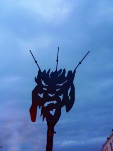 La forca de màscara de foc - Ball de Diables infantil - SCL - Octubre 2011l (1)