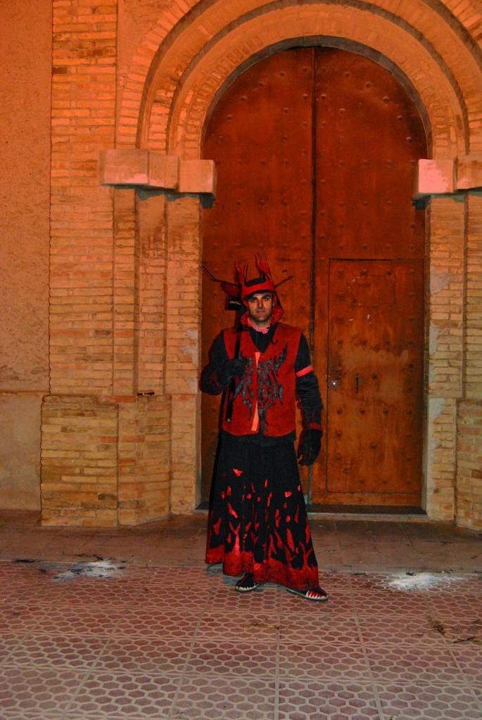 DIABLESA Companya de Llucifer, a qui sempre fa costat, és el segon personatge per ordre d'importància dins el clan diabòlic. Fàcilment identificable pel seu vestuari i complements, té també un lloc rellevant en les actuacions. La seva identificació, amb un vestuari propi i diferenciat, la fan fàcilment reconeixible. Al llarg de la història de la colla aquest personatge ha estat representat tant per homes com per dones.